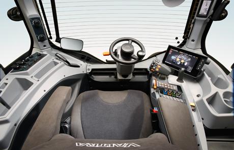 Valtra T- und N-Serie – Einführung der SmartTouch Armlehne und fünf neuer Modelle