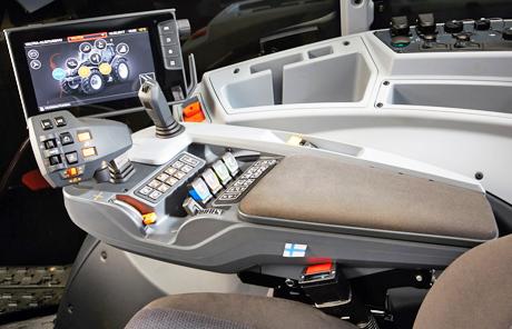 Die neue Valtra SmartTouch Multifunktions-Armlehne